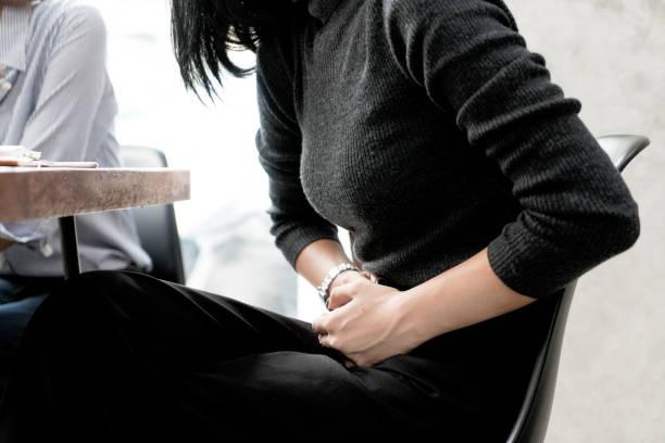 mujer con sintomas de incontinencia